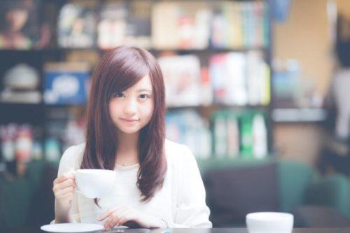 カフェで相席した美少女