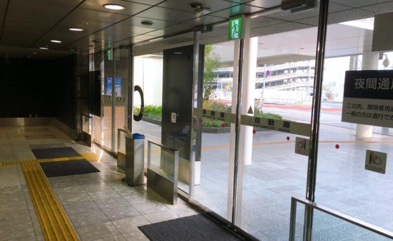 国内線ターミナル1階から外へ